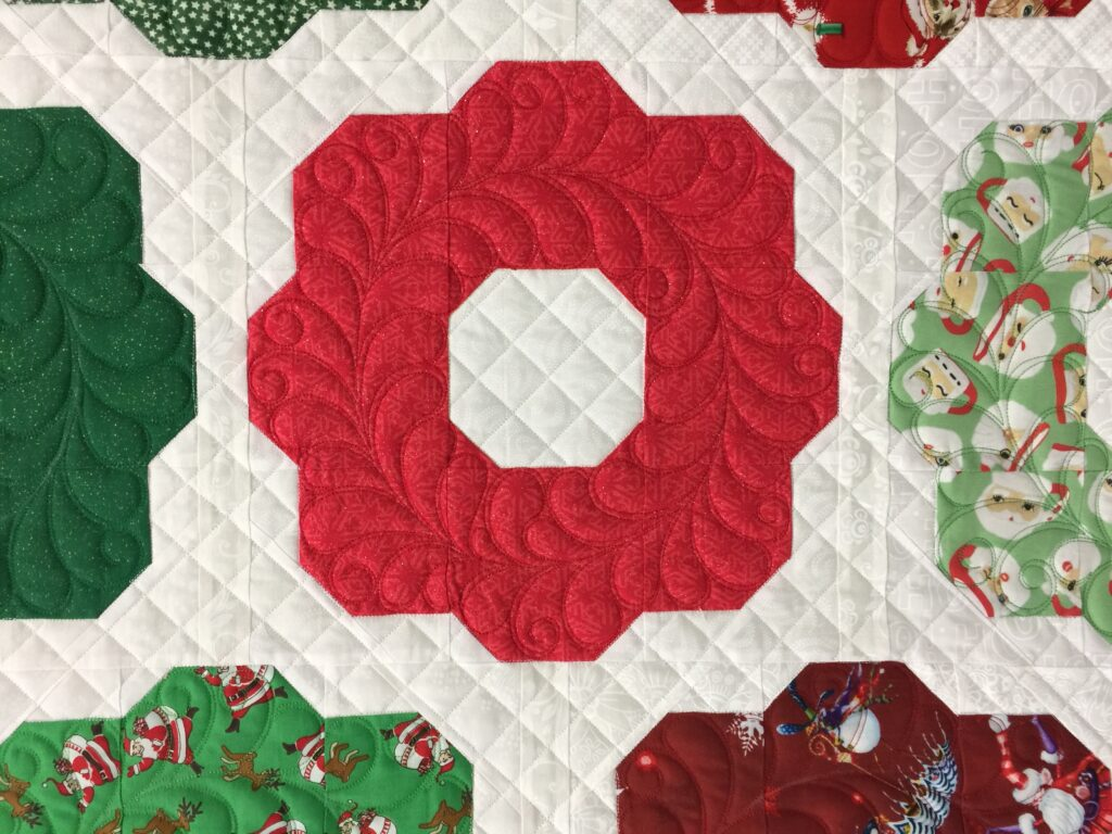 Quilting feathered wreaths on Debra's Beholden quilt (pattern by Coriander quilts)
